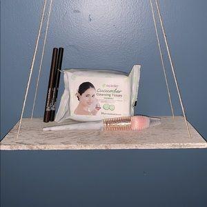 Bundle makeup necessities